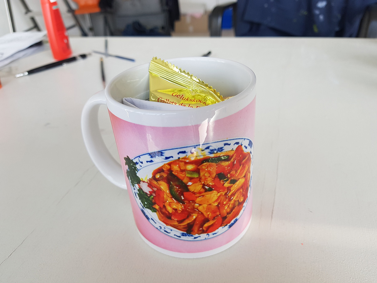 Benjamin Li, de Nr. 39 met Rijst - Kipblokjes met Pikante Saus mok
