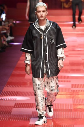 Dolce and Gabbana64-mensss18-61517
