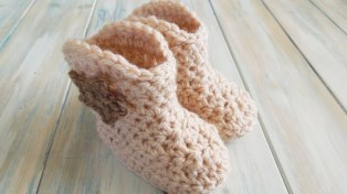 Crochet Baby Cowboy Hat And Boots Pattern Free Crochet How To Crochet Cowboy Ba Boots Yarn Scrap Friday