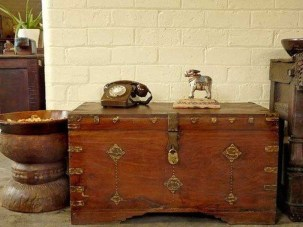 Ideas To Decorate Your House With Vintage Chests And Trunks 05