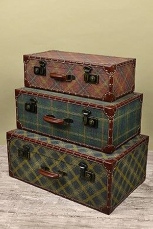 Ideas To Decorate Your House With Vintage Chests And Trunks 08