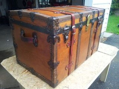 Ideas To Decorate Your House With Vintage Chests And Trunks 34