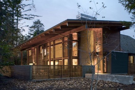 Charming And Minimalist Wooden House 01