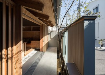 Functional Japanese House For Small Family 38