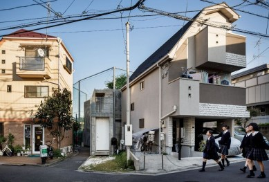 This Japanese House Looks Peculiar But Beautiful 25