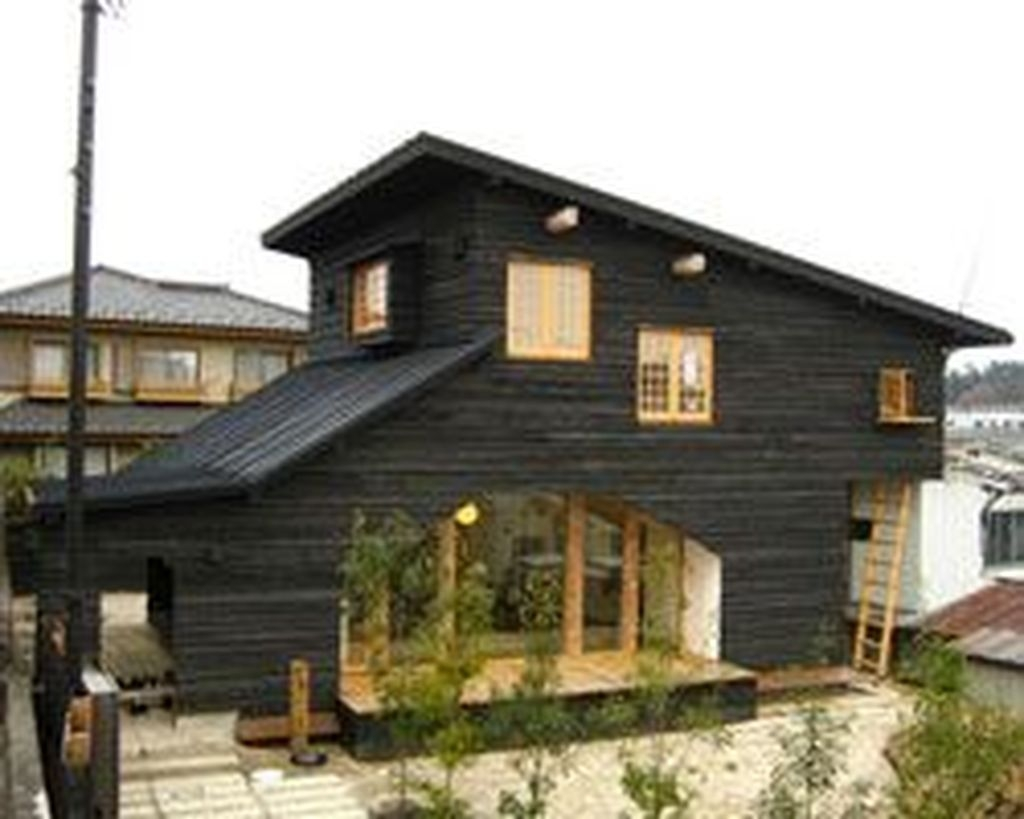This Japanese House Looks Peculiar But Beautiful 38