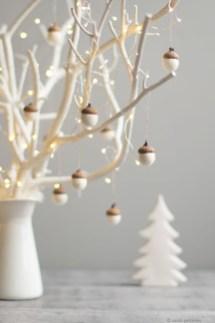Adorable White Christmas Decoration Ideas 04