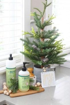 Awesome Christmas Kitchen Decor Ideas 16