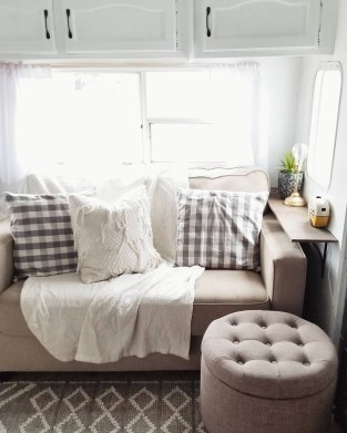 Beautiful Rv Remodel Camper Interior Ideas For Holiday 07