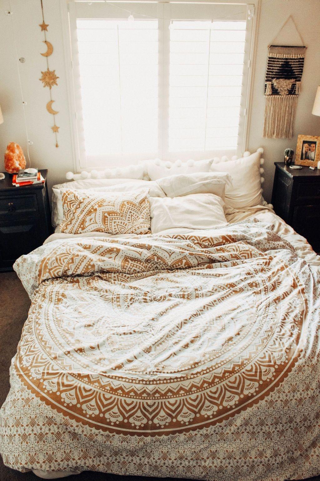 Creative Bohemian Bedroom Decor Ideas 32