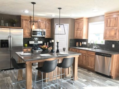 Cute Farmhouse Kitchen Remodel Ideas 26