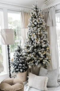 Fascinating Farmhouse Christmas Decor Ideas 02