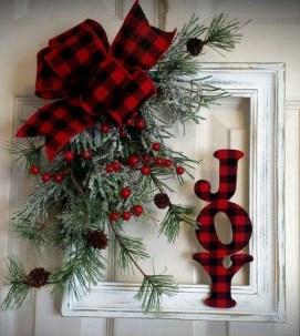 Fascinating Farmhouse Christmas Decor Ideas 05