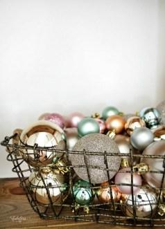 Fascinating Farmhouse Christmas Decor Ideas 22