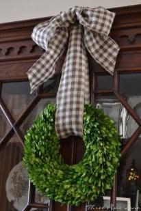 Fascinating Farmhouse Christmas Decor Ideas 31
