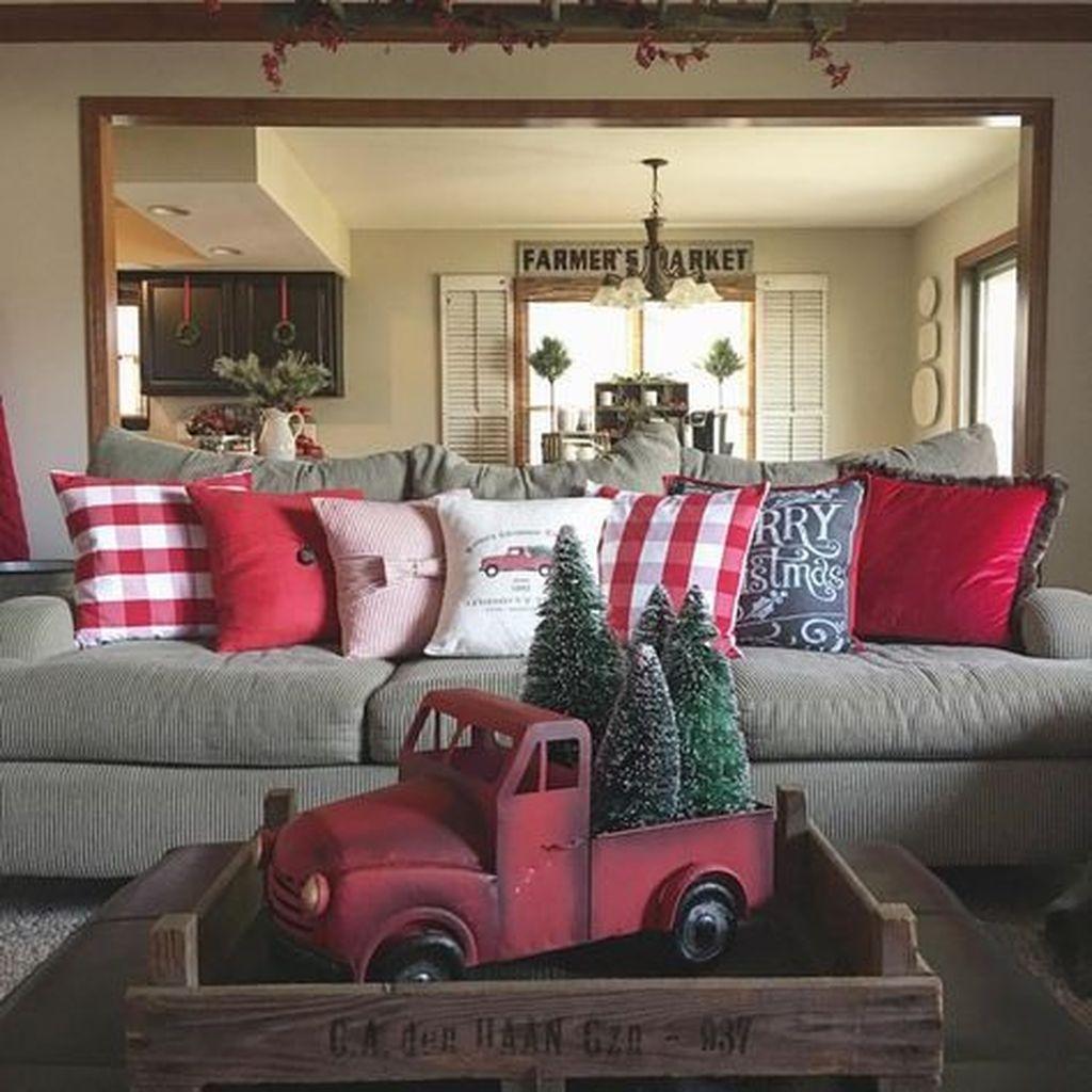 Fascinating Farmhouse Christmas Decor Ideas 40