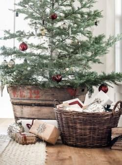 Fascinating Farmhouse Christmas Decor Ideas 48