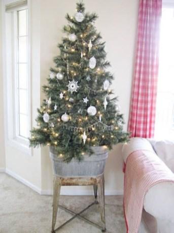 Gorgeous Christmas Apartment Decor Ideas 17