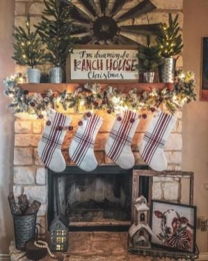 Gorgeous Christmas Apartment Decor Ideas 41