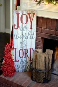 Inspiring Farmhouse Christmas Porch Decoration Ideas 28