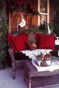 Inspiring Farmhouse Christmas Porch Decoration Ideas 39
