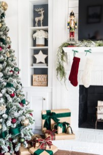 Lovely Red And Green Christmas Home Decor Ideas 01