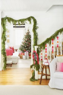 Lovely Red And Green Christmas Home Decor Ideas 04