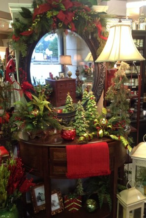 Lovely Red And Green Christmas Home Decor Ideas 08