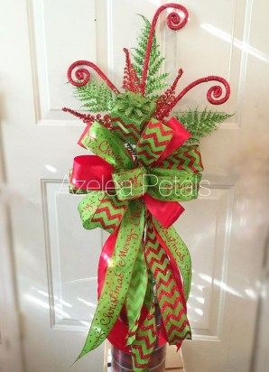 Lovely Red And Green Christmas Home Decor Ideas 30