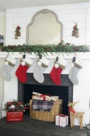 Lovely Red And Green Christmas Home Decor Ideas 31