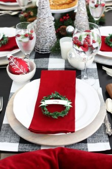 Lovely Red And Green Christmas Home Decor Ideas 44