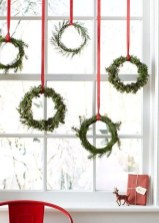 Lovely Red And Green Christmas Home Decor Ideas 47