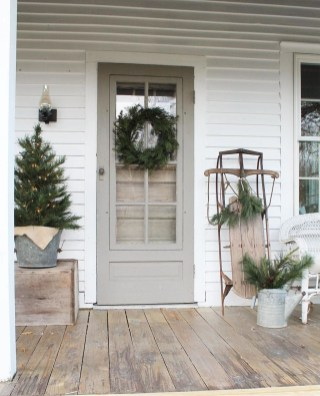 Perfect Christmas Front Porch Decor Ideas 08