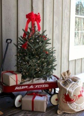 Perfect Christmas Front Porch Decor Ideas 14