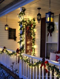 Perfect Christmas Front Porch Decor Ideas 18