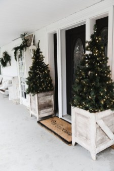 Perfect Christmas Front Porch Decor Ideas 29