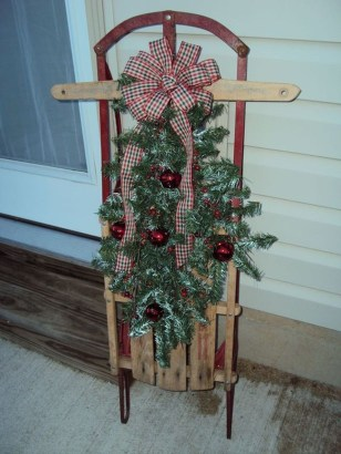 Perfect Christmas Front Porch Decor Ideas 34