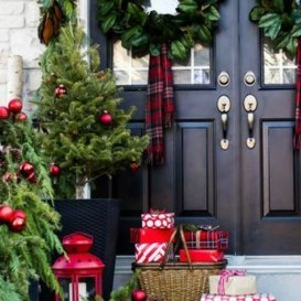 Perfect Christmas Front Porch Decor Ideas 44