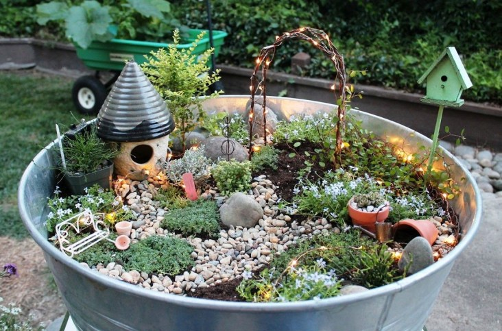 Pretty Diy Christmas Fairy Garden Ideas 37