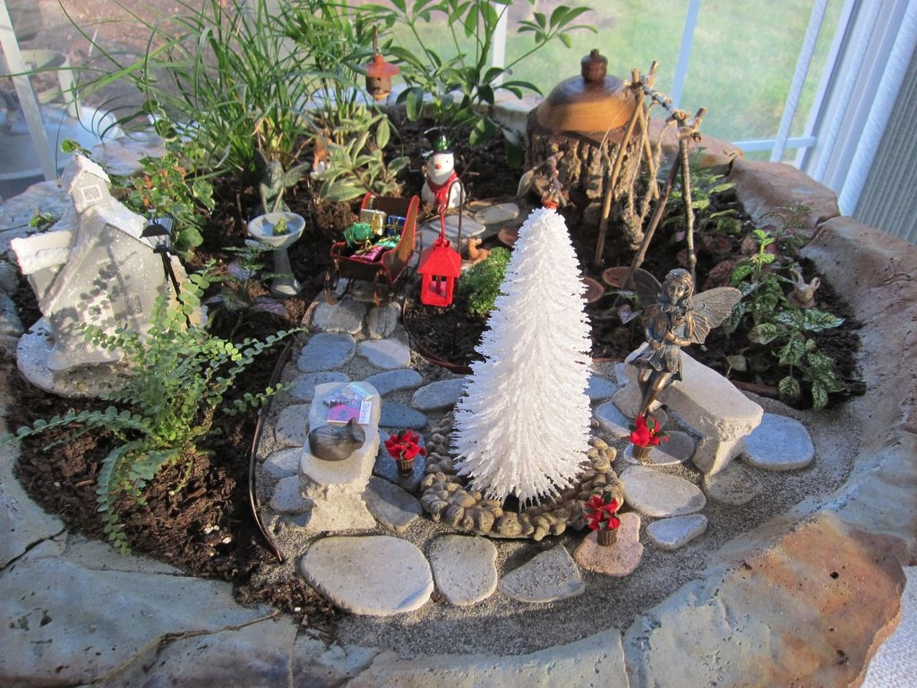 Pretty Diy Christmas Fairy Garden Ideas 51