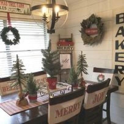 Stunning Christmas Dining Table Decoration Ideas 16