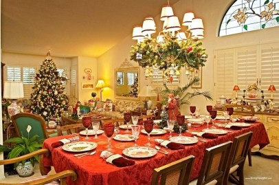 Stunning Christmas Dining Table Decoration Ideas 17