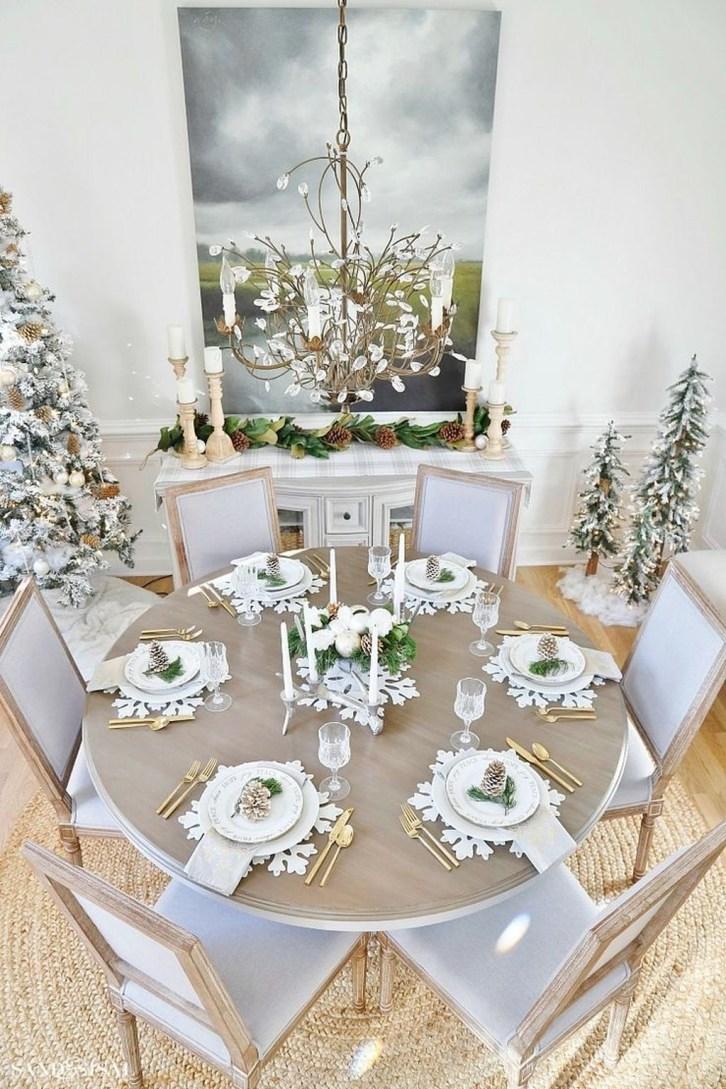 Stunning Christmas Dining Table Decoration Ideas 18