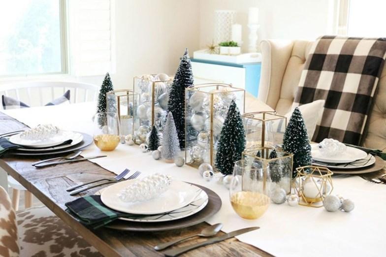 Stunning Christmas Dining Table Decoration Ideas 22