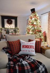 Unordinary Christmas Home Decor Ideas 11
