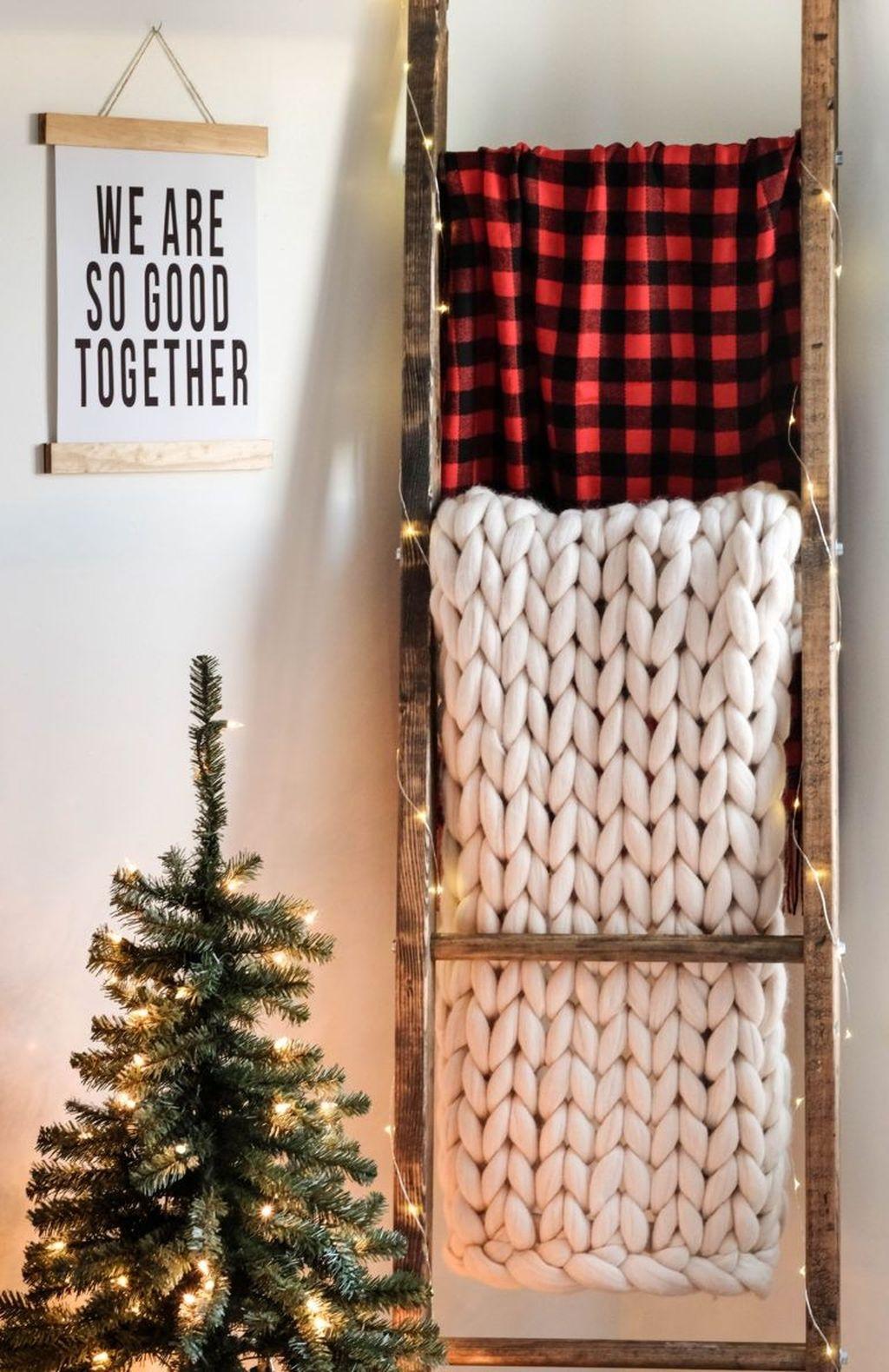 Unordinary Christmas Home Decor Ideas 35