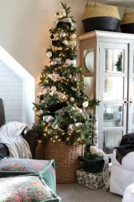 Unordinary Christmas Home Decor Ideas 44
