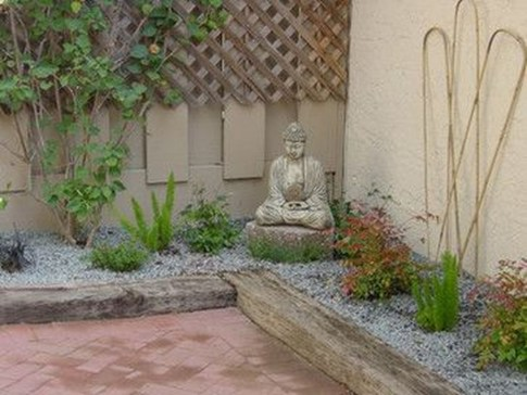 Attractive Small Patio Garden Design Ideas For Your Backyard 39