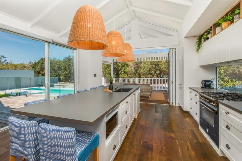 Elegant Beach Coastal Style Kitchen Decor Ideas 43