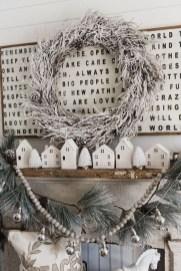 Popular Farmhouse Mantel Decorating Ideas 26